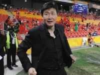 中国小球员0-8负皇马U15郝海东怒摔水瓶不满 皇马球队队员